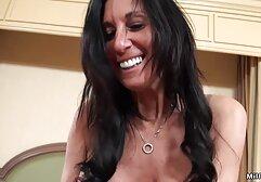 Mamma film porno di donne adulte con grandi tette si masturba con cazzi in bagno