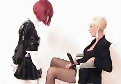 Donna d'affari con video donne mature formose abito nero e perizoma cazzo nero con coppia a letto