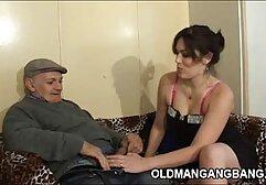 Bella bionda viziata con sperma per fare un pompino in duetto filmati porno donne anziane